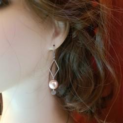 Boucles d'oreilles faits main | Bijoux créateurs lyon | Bijoux fantaisies | Boucles d'oreilles pendantes perles nacrées rose