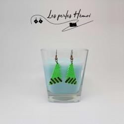 Boucles d'oreilles en perle hama triangle   Bijoux fantaisies faits main lyon   Boucles d'oreilles vert fluo