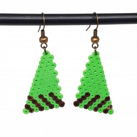 Boucles d'oreilles en perle hama triangle | Bijoux fantaisies faits main lyon | Boucles d'oreilles vert fluo