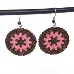 Boucles d'oreilles en perles hama | Bijoux fantaisies faits main lyon | Boucles d'oreilles roue marron et rose