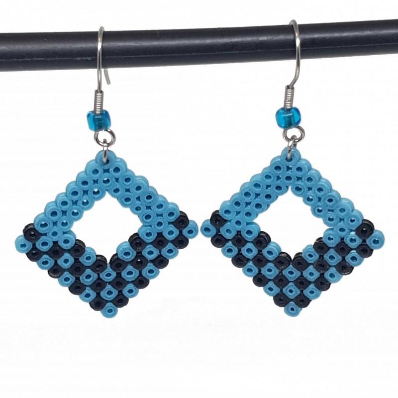 Boucles d'oreilles en perles hama | Bijoux fantaisies faits main lyon | Boucles d'oreilles bleu et noir
