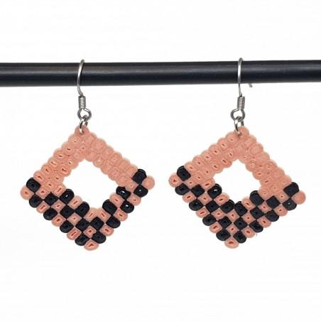 Bijoux fantaisies faits main | boucles d'oreilles fantaisies | Boucles d'oreilles en perle hama noir et rose