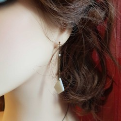 Bijoux fantaisies | boucles d'oreilles bronze | Boucles d'oreilles blanches nacré forme de diamant | boucles d'oreilles nacrées